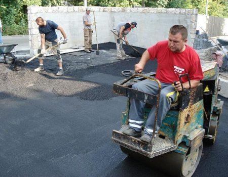 """Obvezno valjanje 2. sloja asfalta  """"malim"""" valjkom"""
