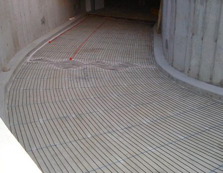 Ugranja grijaćih kabela na zavojitu garažnu rampu