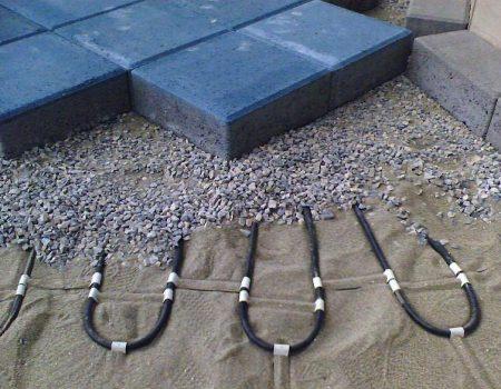 Ugradnja grijaćeg kabela ispod opločnjaka